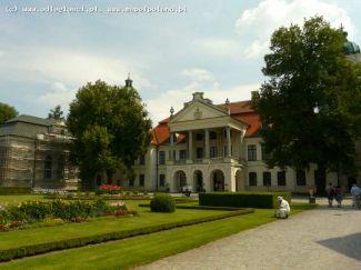 Frontowa strona Pałacu Zamoyskich w Kozłówce